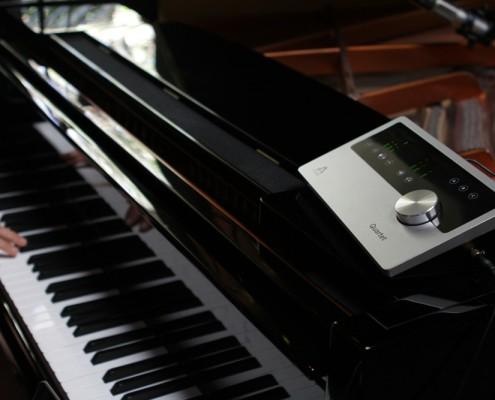Vonda Shepard Recording Piano with the Apogee Quartet