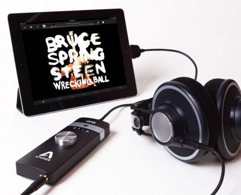 ONE-iPad-Headphones-DAC